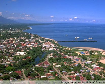 La Ceiba, Honduras tiene a increíble vista. Mi hermana Olivia caminó las montañas para ver este maravilloso vista. Olivia dijo, para poder sobreviví la caminar yo bebí mucho agua.