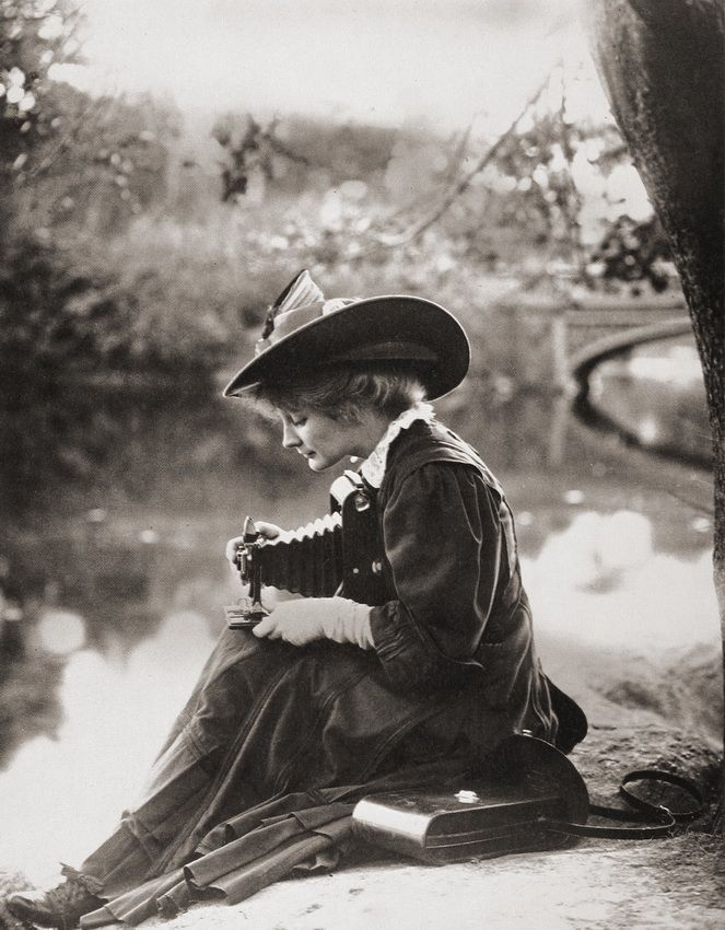 firsttimeuser:Woman with Kodak camera, c1900  few more Kodak girlshere
