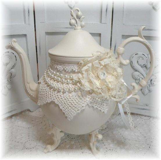 Embellished Teapot by ALYAMİNA @ http://alyamina2005.blogspot.ca/2012/10/do-it-yourself.html#