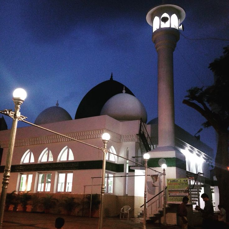 #TheParkRamadanWalk #Chenna began with a tour of the beautiful Thousand Lights Mosque.