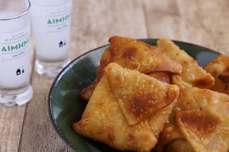 Giouzlemes: Fried cheese pie from Lesvos. A classic-must-taste when you visit Lesvos. // Γκιουζλεμέδες: Γεύσεις από απέναντι. Ένας κλασσικός μεζές που θα βρείτε στις ταβέρνες αλλά και θα μυρίσετε στα σοκάκια των χωριών της Λέσβου.