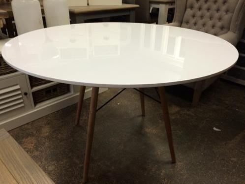 hoogglans tafel -- 175 euro