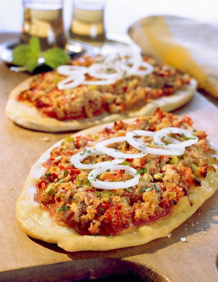 Vegane Türkische Pizza | http://eatsmarter.de/rezepte/vegane-tuerkische-pizza