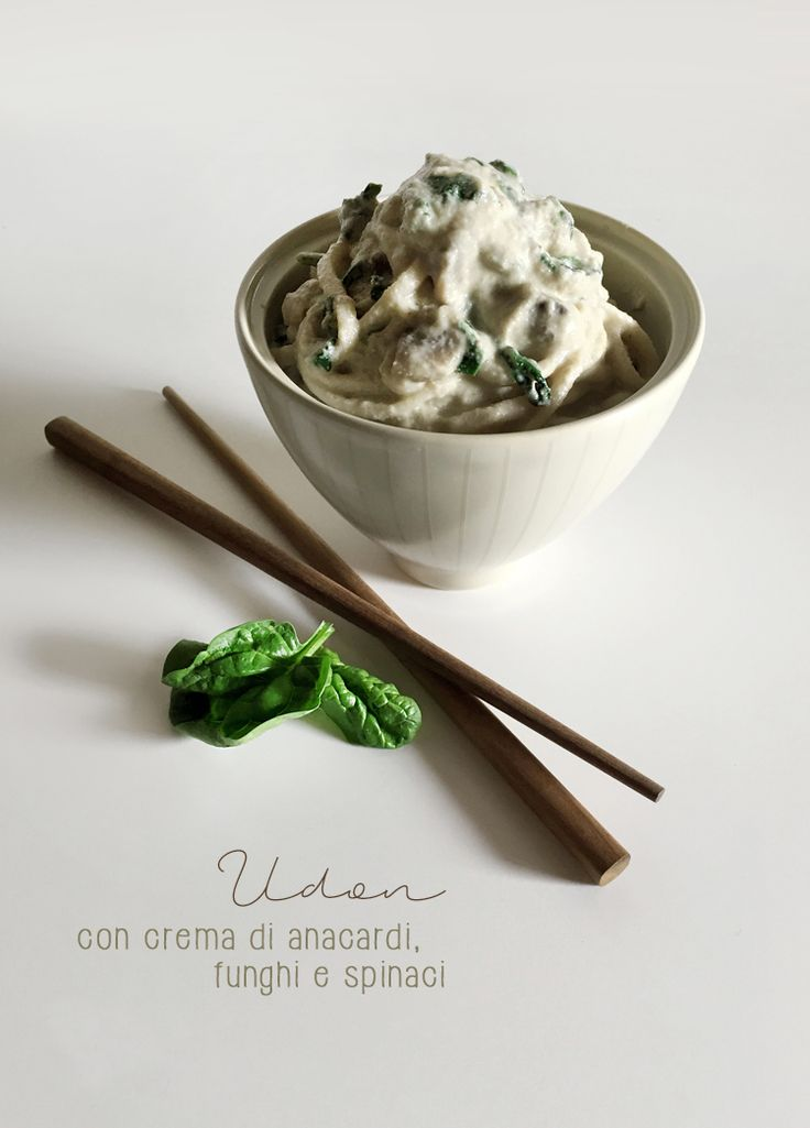 Udon con crema di anacardi, funghi e spinaci * Udon with cashew cream, mushrooms and baby spinach #vegan