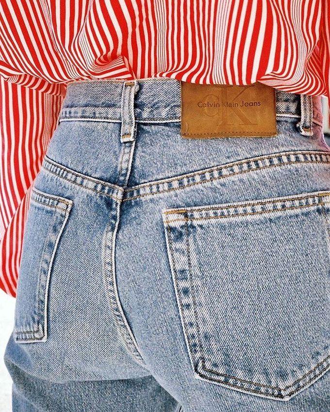 Jean clair taille haute + chemise rayée vintage = le bon mix (photo Lisa Says Gah)