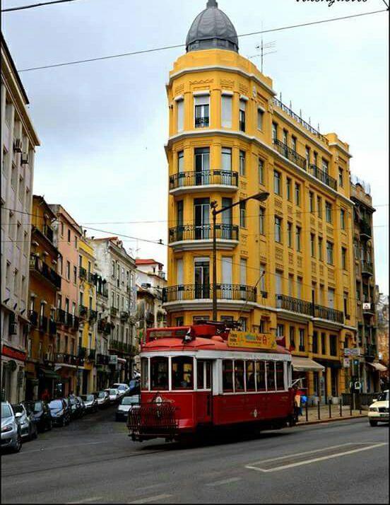 Rua dos Anjos, Lisboa.   Fotografia de Licínio Galvão Pinto