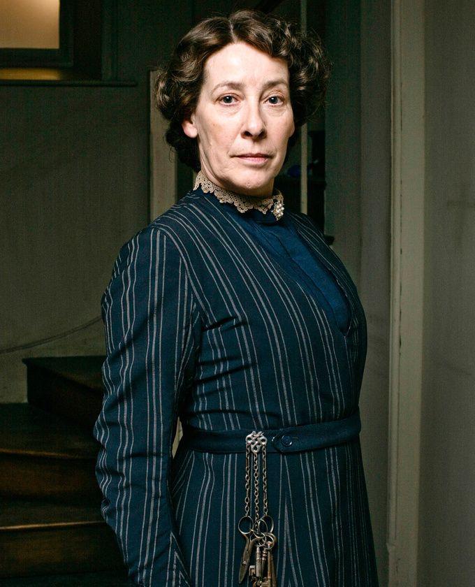 Phyllis Logan dans le rôle d'Elsie Hughes dans la saison 1 de « Downton Abbey »