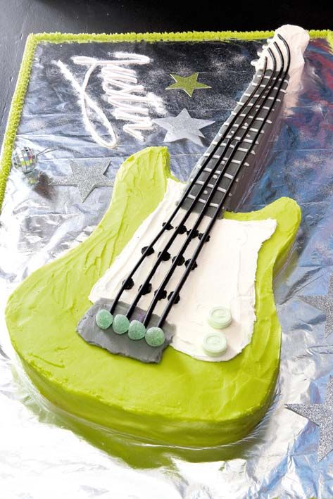 Electric guitar cake - Ideas I think I'm going to make the neck with rice krispy treats