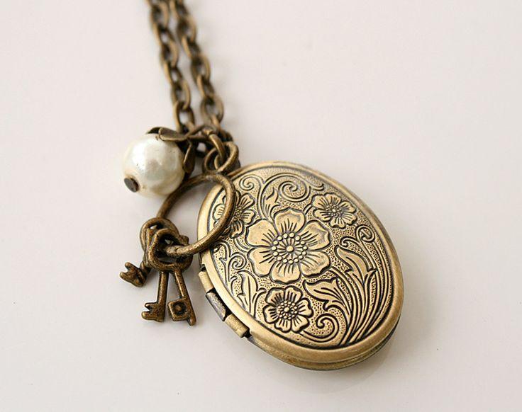 Halskette /Gliederkette bronzefarben mit Medallionanhänger . Dieser lässt sich öffnen und man kann sein Lieblingsfoto reinkleben.  Gesamtlänge de...