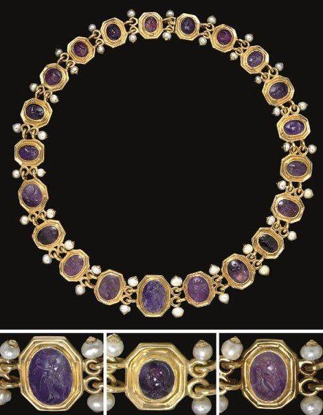 Стена   ВКонтакте  На фото ожерелье, которое составлено из 21 аметиста. Все эти аметисты раньше были вставлены в кольца, изготовленные в эпоху Римской империи.   Камни датируются ориентировочно I в до н.э. - II в. н.э. Ожерелье было продано через аукционный дом Christie's в декабре 2007 г. Оценочная стоимость ожерелья составляла 50 000 $ - 80 000 $. Окончательная цена составила 121 000 $.