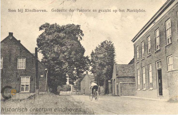 Dorpstraat Son. : Rechts de pastorie met koetshuis omstreeks 1915. In het midden ( achter de fietser ) is de zijgevel van het gemeentehuis nog te zien. Links het geboortehuis van Jan van de Ven, waar van Zutphen later een café heeft geëxploteerd. Op deze plaats werd aan het begin van de jaren dertig het café - winkelpand van J.de Kruif gebouwd - 1910 - 1920