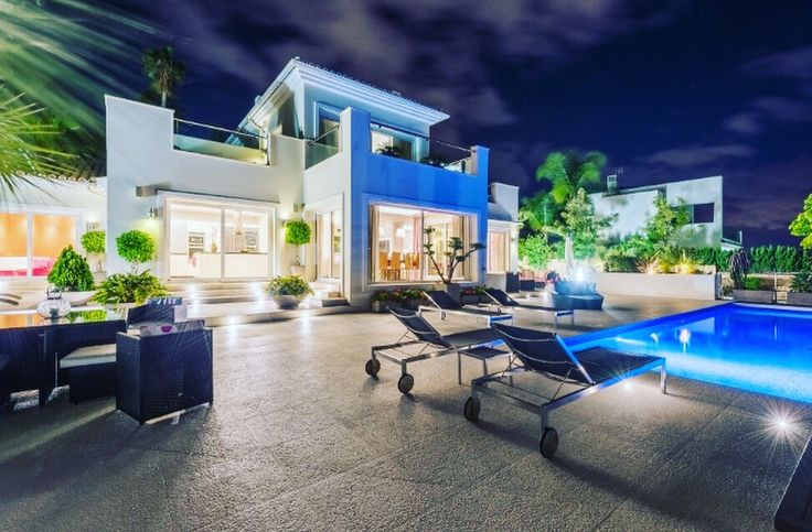 Luxury villas for sale: Golden mile, Nueva Andalucia, Benahavis