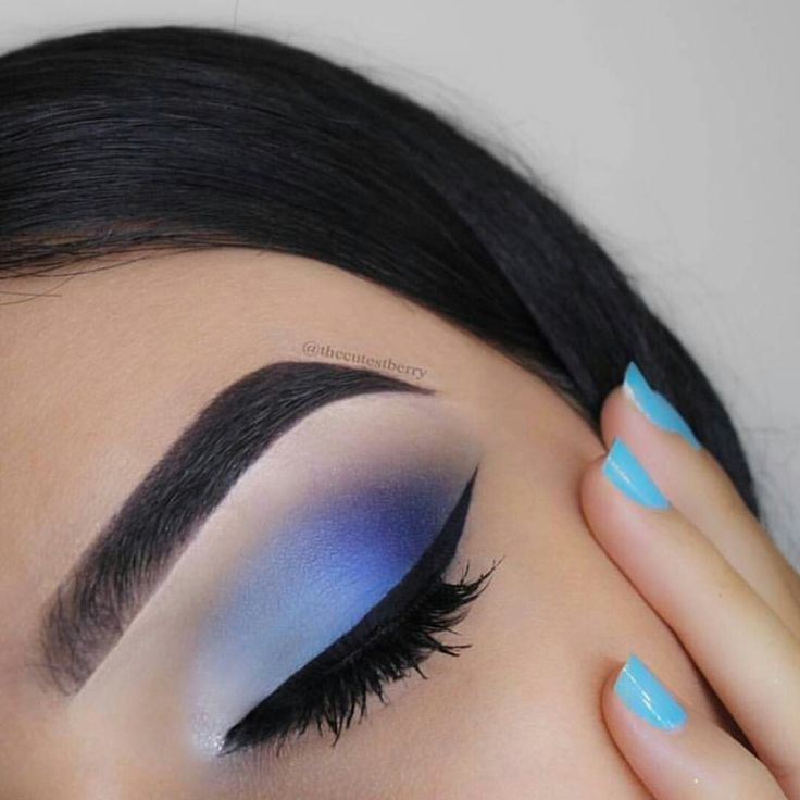 Blue ombre eyeshadow makeup