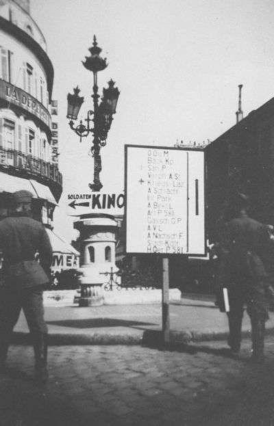 Panneaux de signalisations en allemands Cours de l'Intendance