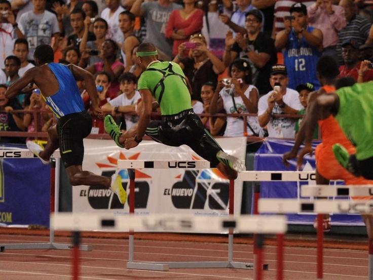 14.En mayo de 2011, ganó la medalla de oro en los 400 metros con vallas del quinto Ponce Grand Prix, celebrado en el estadio Francisco 'Paquito' Montaner de Ponce. (El Nuevo Día/José Rodríguez)