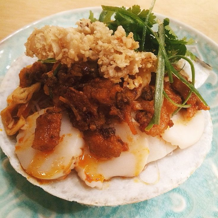 Fresh scallops, shrimp, giant clams, with XO sauce and vermicelli to soak up all the flavor. PatoisToronto