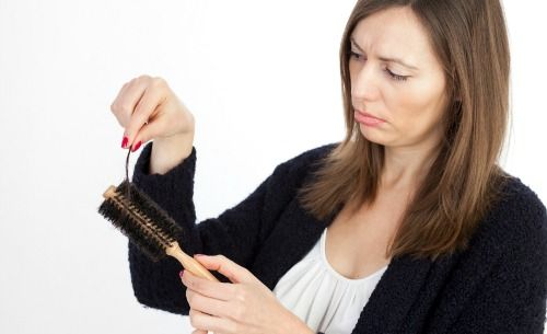 Worried about thyroid hair loss? Why low T4 + T3 triggers this type of hair loss. www.the-natural-thyroid-diet.com/thyroid-hair-loss