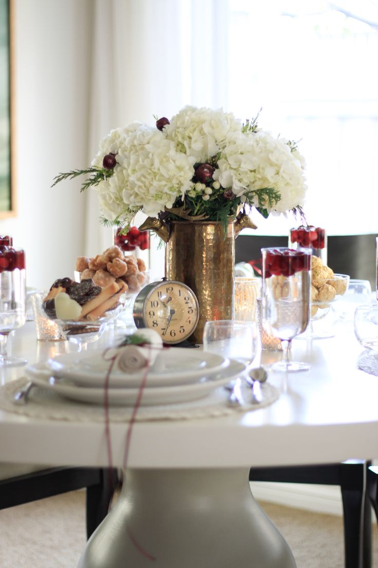 Elegant New Year's Eve Tablescape | Tablescapes, New years ...