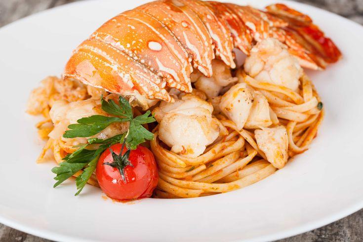 Le Linguine all'Astice sono un gustosissimo primo piatto di pesce che potete preparare in modo davvero facile e veloce e che vi farà fare sicuramente un figurone con tutti i vostri ospiti!