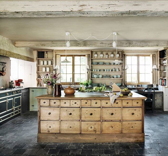 File this under the kitchen island of our dreams. #homedecor #goals ☺ (Regram: @verandamag, photo by Michael Paul/Living Inside, design by Joris Van Apers)