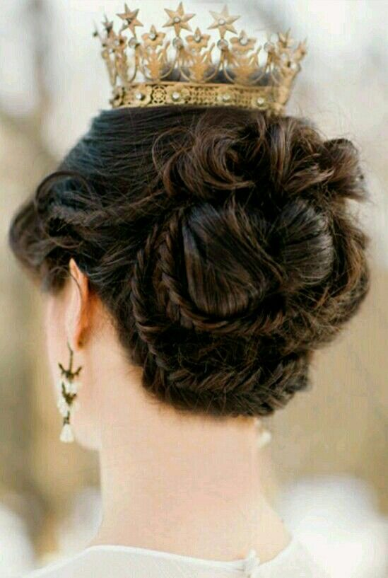 The Braided Hairstyle of a Medieval Queen. Gorgeous!!!