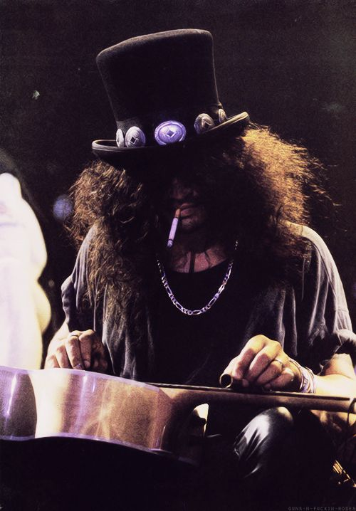 saul hudson aka slash guitarist guitar hero original line-up guns n roses gnr velvet revolver appetite for destruction top hat  use your illusions tour 90s grunge rock