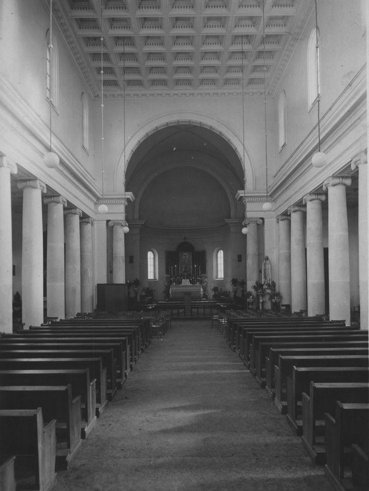 Budowa klasztoru i kościoła Dominikanów w Poznaniu // Prezbiterium z ołtarzem przedsoborowym.