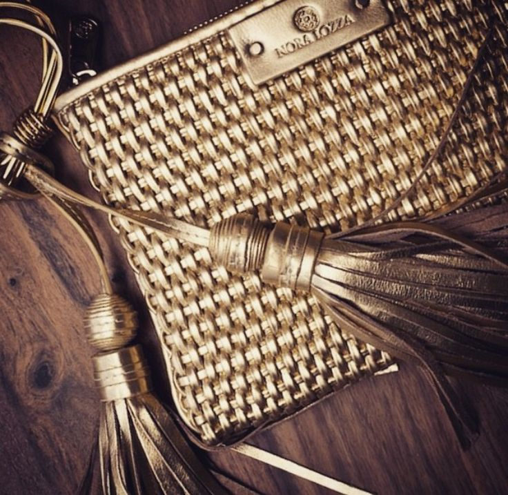 Weaving a history making a bag 'Handcrafted and made in Colombia'