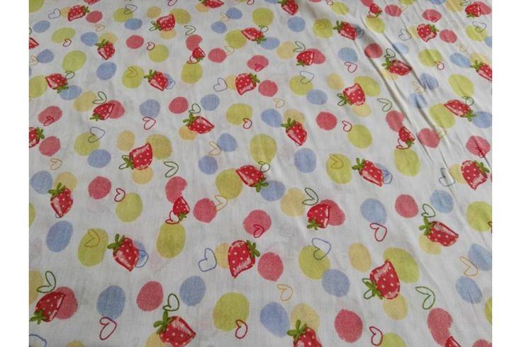 Loneta estampada de fresas, empleada para diversas labores como cortinas, estores, tapizado de sofás, fundas para cojines..., tela con cuerpo, gruesa y resistente. Fácil lavado y planchado.#loneta #estampado #fresas #labores #tapizado #estores #sofás #cojines #confección #manteles #disfraces #medieval #carnaval #resistente #tela #telas #tejido #tejidos #textil #telasseñora #telasniños #comprar #online #comprartelas #compraronline