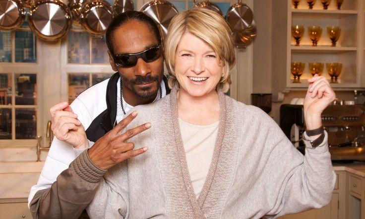 """Tak, to prawda, dwie ikony popkultury, chociaż każda z innej bajki, poprowadzą nowe kulinarne show: """"Martha & Snoop's Dinner Party.""""  http://exumag.com/przeciwienstwa-sie-przyciagaja-szczegolnie-w-kuchni-martha-stewart-i-snoop-dogg-w-nowym-kulinarnym-formacie/"""