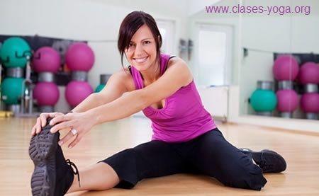evitar lesiones a la hora de practicar yoga, ejercicios de calentamiento, evitar lastimarse al practicar yoga, evitar lesiones al practicar yoga, calentar antes de hacer yoga, calentamiento para hacer en casa,