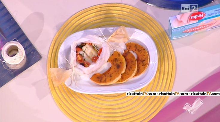 """""""Detto Fatto"""": la ricetta del nasello al cartoccio con zucca al forno di Paola Galloni del 25 febbraio 2016."""
