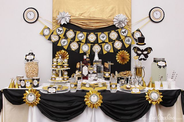 @ashtonteta a way to make the sheet look right at the top of the table.. minus those ugly burst lookin designs lol... something glittery gold there...