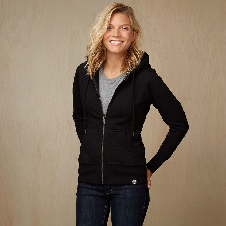 The American Giant hoodie is made of heavyweight cotton as opposed to the usual run-of-the-mill cheap blend of cotton and polyester. Other manufacturers commonly use polyblends to give the effect of a soft, fluffy feel, American Giant, duplicates that same feel but with pure cotton.