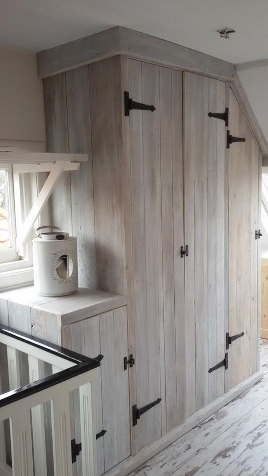 25 beste idee n over landelijke kast op pinterest boerenmeubels antieke hok en keuken hok - Trap beschilderd in taupe ...