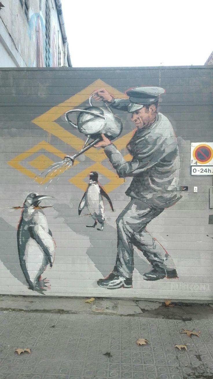 #ArtSocietatEducacioUB2016 #graffiti-persiana #Stencil #grupB c/Espronceda 158. Cal dir que el graffiti està realitzat amb pintura sobre una persiana de metall. S'hi distingueixen 3 figures i pel darrere hi ha un element realitzat a partir d'una plantilla. En relació amb el que la imatge representa, sembla que l'home li doni aigua a un dels pingüins. PARRON, Ariadna.