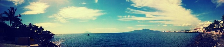 Manado Bay (Panorama) ~ Camera: Samsung Galaxy Note GT-N7000 ~ Apps: Little Photo ~ Effect: Lomo Film I