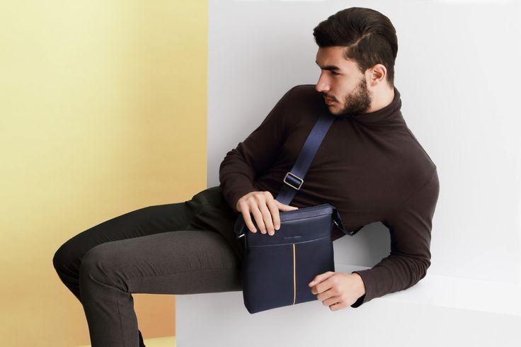 Veneto 2001-2 Blue - a masculine functional messenger bag design. 100% Full Grain cow leather