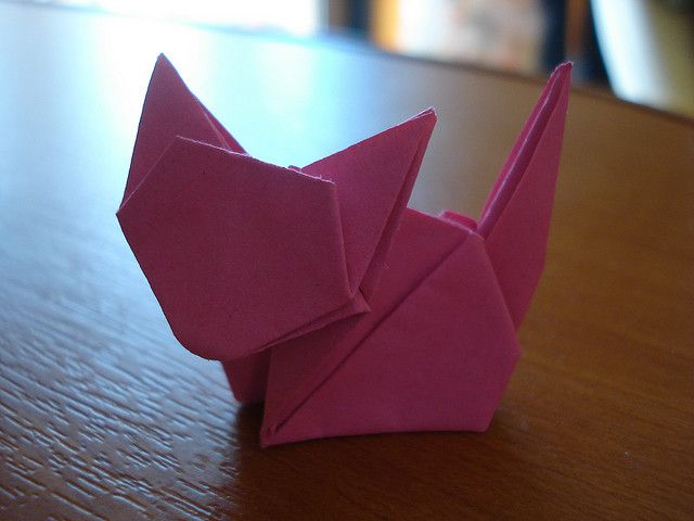 origami cat..... Gunna make a window covering with these!