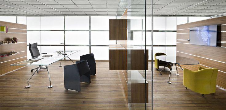 Minimalistisen tyylikäs työpöytä Nomos Tecno, design Norman Foster
