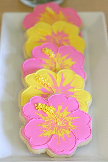 pretty hibiscus cookies...if only I had the time to do this!!!