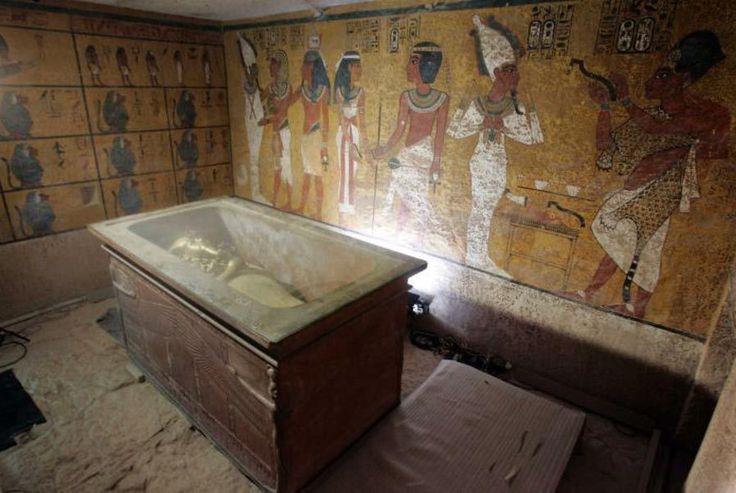 Una conferenza stampa tenutasi sabatomattina a Luxor con il Ministro delle antichità egiziane Mamdouh el-Damaty ha rivelato i risultati di un'operazione di tre giorni per la scansione dietro le pareti della camera funeraria di Tutankhamon. Le indagini ufficiali sono state progettati per testare la teoria dall'archeologo Nicholas Reeves secondo cui la tomba di Tutankhamon contiene due camere nascoste e che…