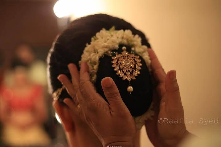 Indian bridal updo. Bride donning a bridal bun. #IndianBridalHairstyle