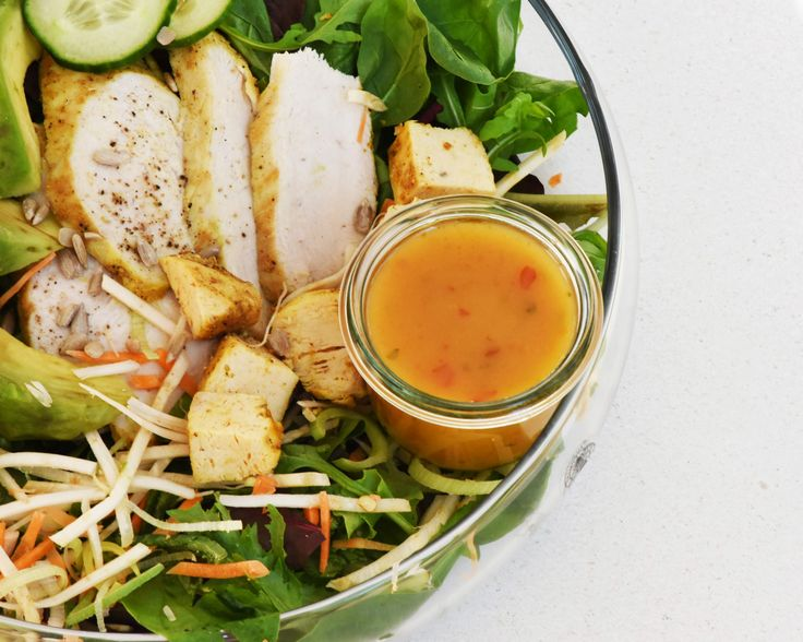 W restauracjach zamawiamy zazwyczaj to co nam jest już znane i lubiane. Sałatka z kurczakiem to jedno z częściej wybieranych...