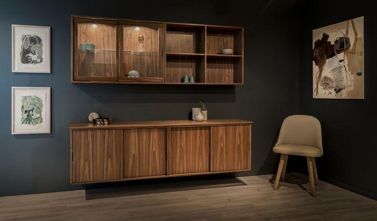 Serie 4000 er Klims nye elegante reolserie med skydeligår. Se mere på www.klim-reol.dk