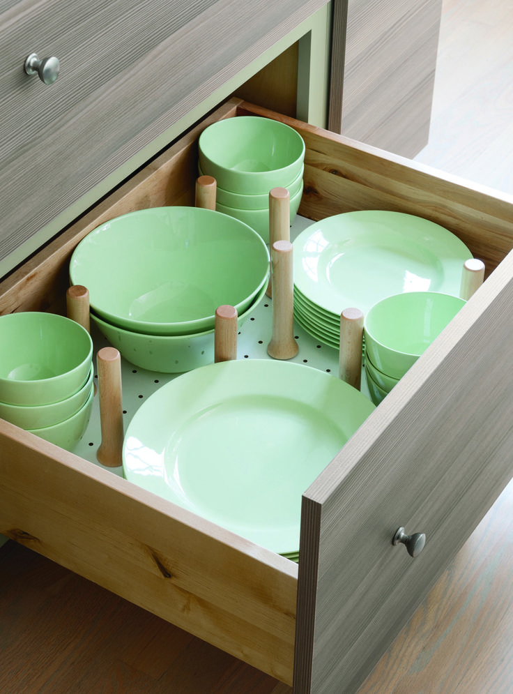 Kitchen Storage Tip: Pegged drawers keep items in place.
