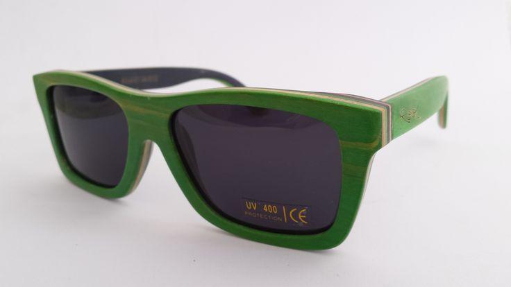 Gafas de sol de madera natural de color verde y lentes polarizadas por solo 79,95€. ¡Te las llevamos a casa mediante sin gastos de envío! ¿Las dejarás escapar?