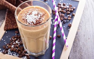 tromaktiko: Πρωινό smoothie με καφέ και παγωμένο γιαούρτι