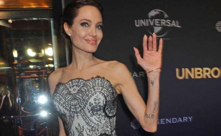 La actriz Angelina Jolie ya inició el procedimiento para borrar de su cuerpo los tatuajes relacionados con el actor Brad Pitt, de quien solicitó el divorcio el pasado septiembre.</p>