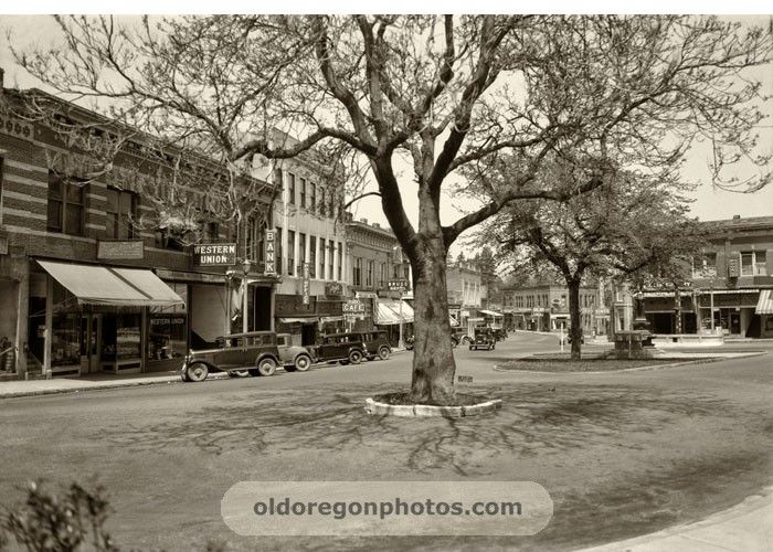 Downtown Plaza looking from Lithia Park - Ashland, Oregon  c.1932  (photo by Ralph Eddy)